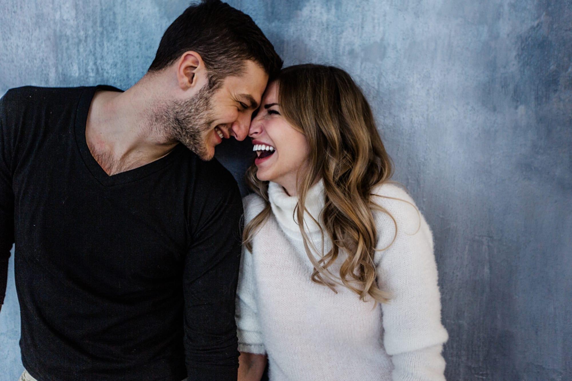 Картинки счастливые пары смеются